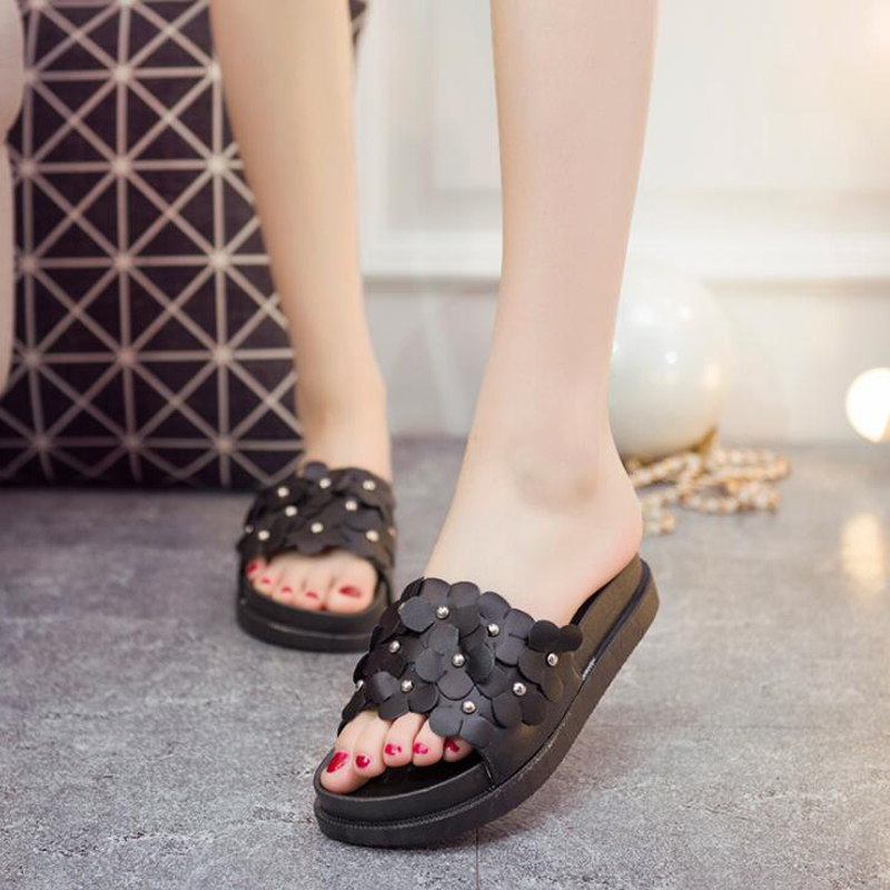 New 2018 summer women slippers high quality flat platform women beach slippers pretty flowers women sandals fongimic summer women flat shoes comfortable casual all match beach sandals high quality girl beach flowers elastic band sandals