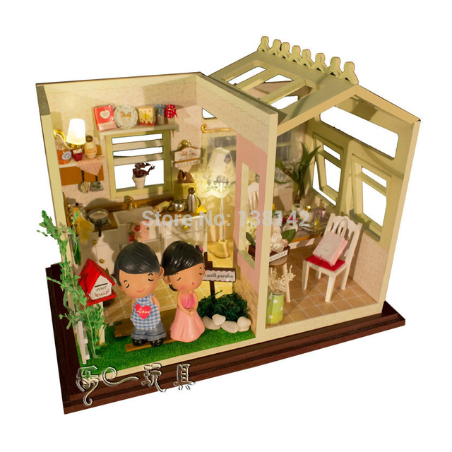 PH001 Doll house Garden Kitchen ( send dolls , dust cover, voice-activated lights ) dollhouse miniatures free shipping