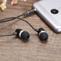 FS 813 Headset In Ear Earphones Mobile Phone Headset Wire Headset With Wheat Heavy Metal