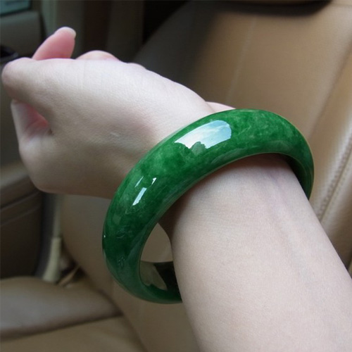 Natural Burmese stone Yang green stone bracelet, too Send certificates, send jewelry box