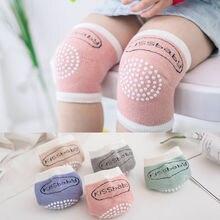 Фирменная новинка одежда для малышей Детская футболка для мальчиков и девочек, для Ползания противоскользящие носки до колена накладка из мягкой дышащей ткани гетры