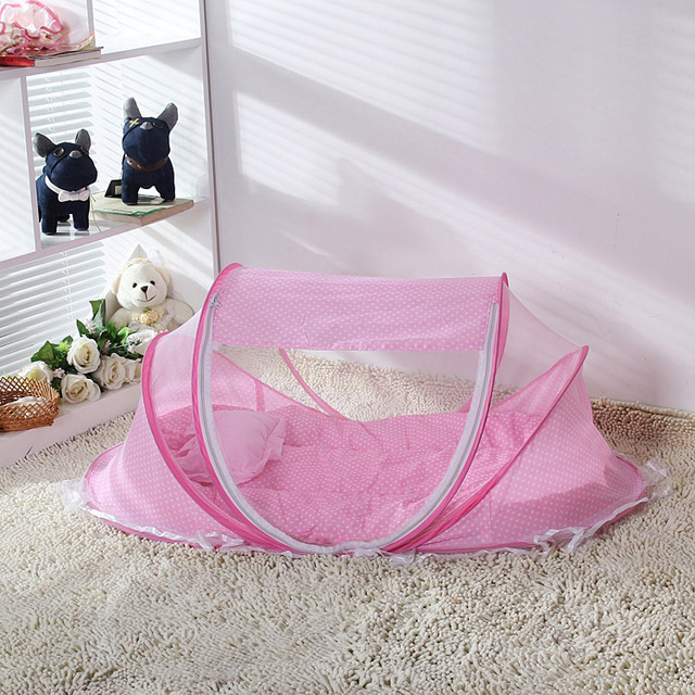 Baaobaab WZ04 Portable Foldable Baby Crib with Infant Pillow, Bedding, and Mosquito Net