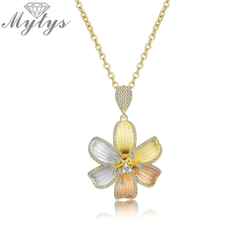 Mytys Three Tone Gold Brass Flower Pendant Necklace High Quality Unique Sand Blast Craft Jewelry Gift Wedding Party Jewel CN439Mytys Three Tone Gold Brass Flower Pendant Necklace High Quality Unique Sand Blast Craft Jewelry Gift Wedding Party Jewel CN439