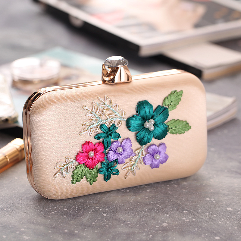 2018 Embroidered Bag In European and American Fashion Style Decorated with Pearls, Evening Clutch Bag flower decorated bag accessory