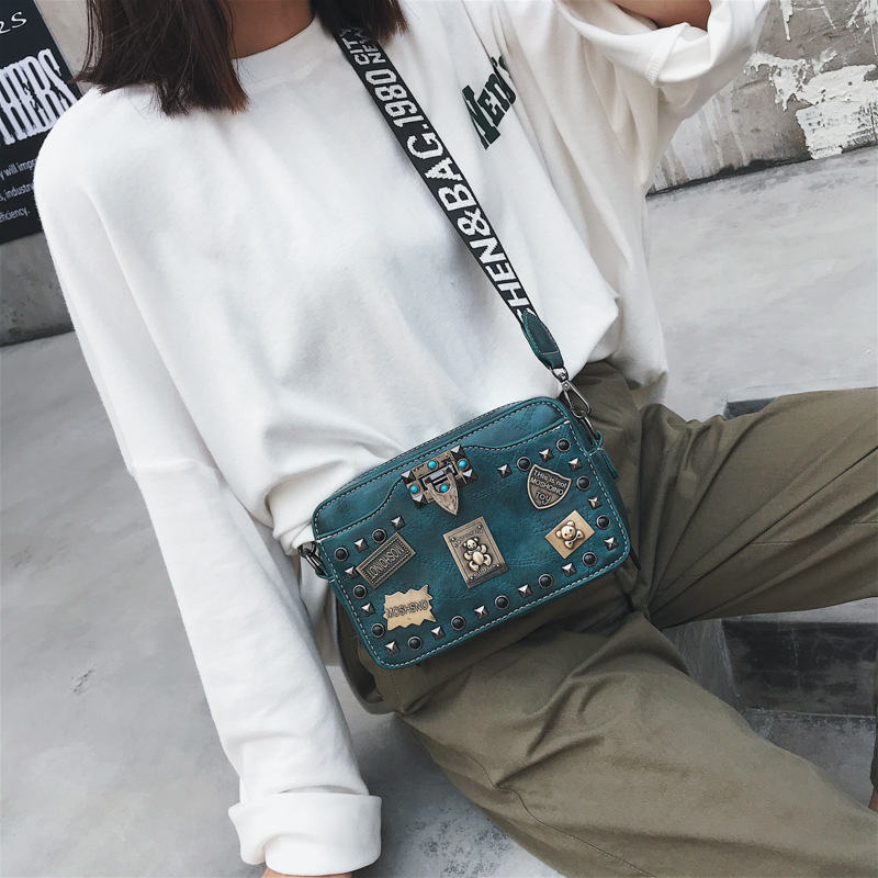 Badge Small Square Bag Female 2018 New High Quality Pu Leather Rivet Shoulder Bag Letter Wide Shoulder Strap Messenger Bag