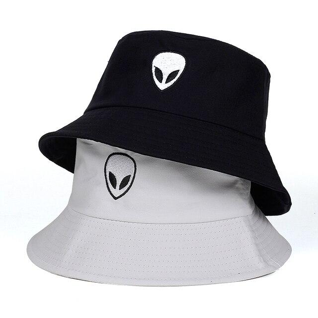 2018 negro sólido blanco extranjero sombrero del cubo Unisex Bob gorras Hip  Hop Gorros hombres mujeres cef2a26469f