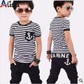 Venda quente de varejo de algodão crianças menino e menina verão terno listrado t-shirt + design marinha calças 2 pcs set roupas 2 cores