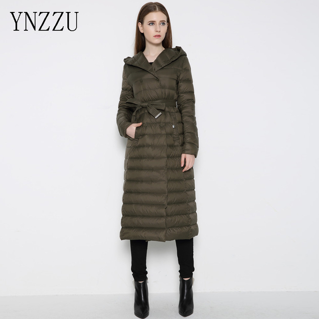 timeless design 607bd 8b8f5 US $50.2 47% OFF|YNZZU Neue Winter Frauen Daunenmantel X Lange Daunenjacke  frauen Ultraleichte Weiße Ente Hoody Gürtel Parkas Plus Größe YO053 in ...