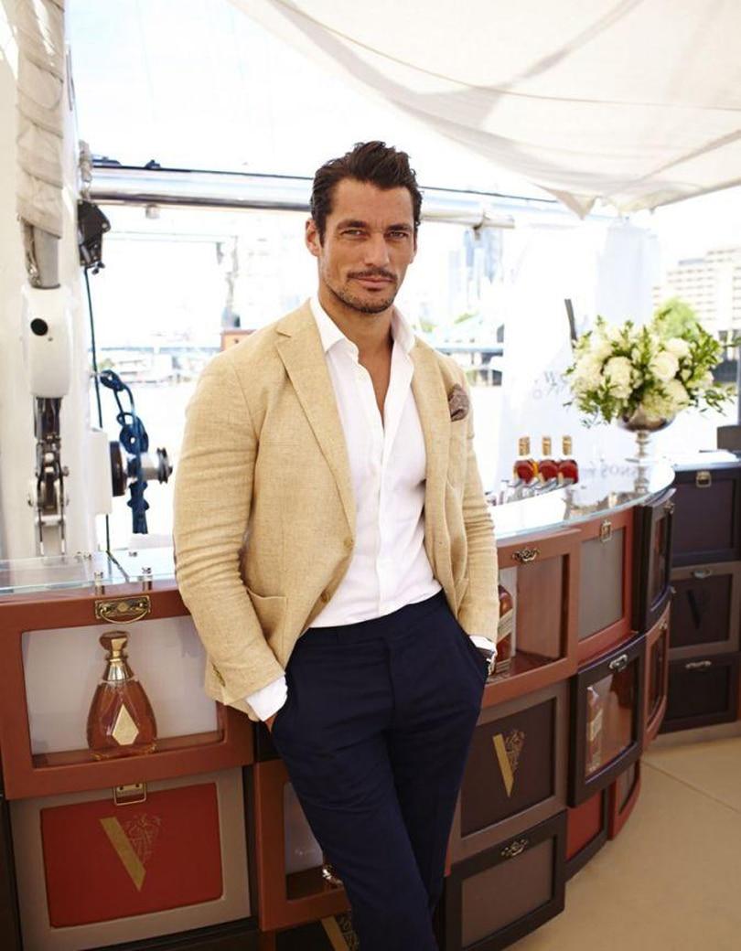 2018 Summer Beige Linen Men Suits Notched Lapel Tuxedos