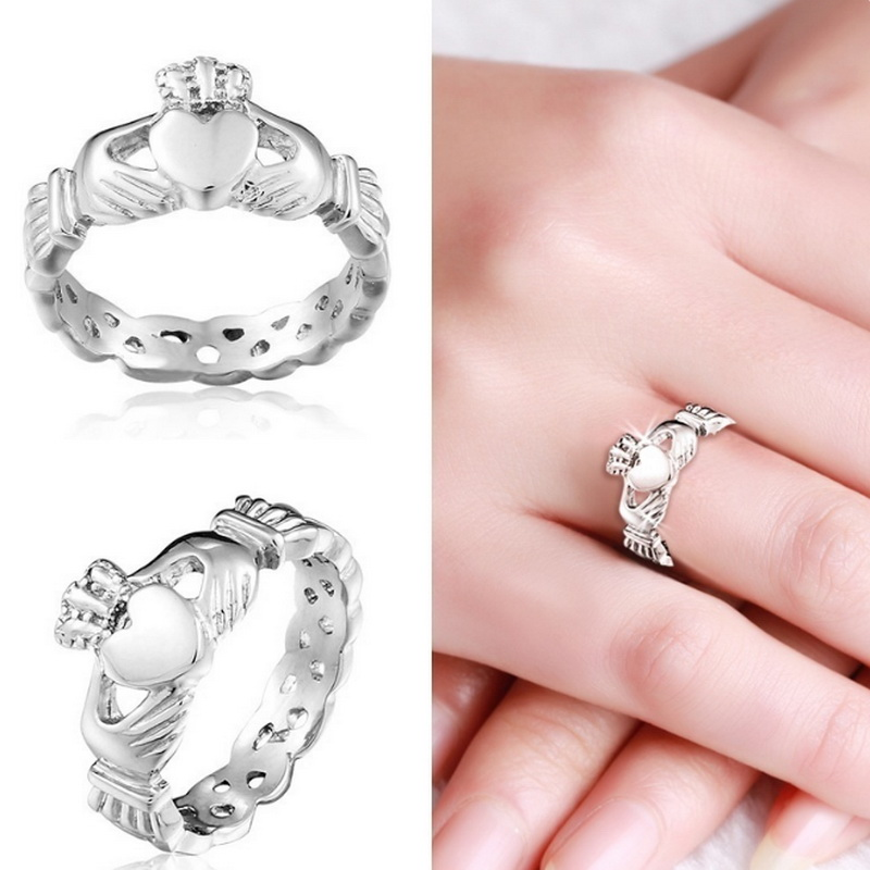 New Trendy Jewelry Hand Holding The Heart Of The Krada Rings Stainless Steel Jewelry Female Romantic Wedding Rings