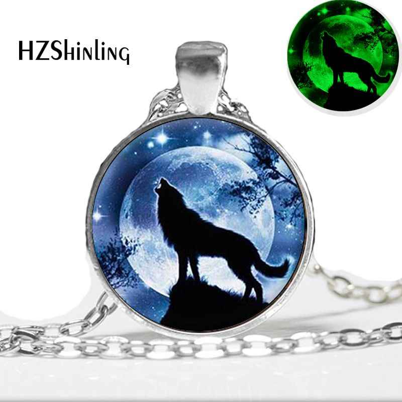 Glowing Jewelry Howling Wolf Necklace Wolf and Full Moon Pendant Jewelry Glow in The Dark Glass Cabochon Necklace