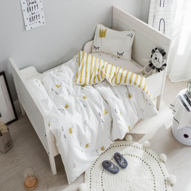 все цены на 3Pcs/Set Baby Bed Set Cotton Breathable Cartoon Eyelashes Crown Crib Quilt Cover Flat Sheets Pillowcase Newborn Baby Bedding Set