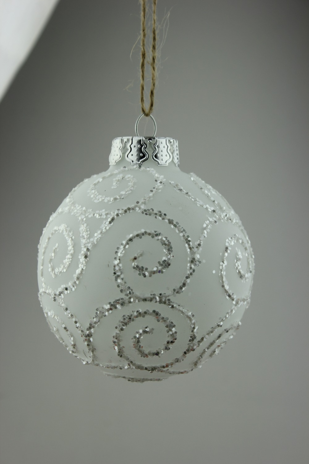 Frosted christmas ornaments - Frosted White Glass Balls Christmas Ornaments With Silver Coulds Lines Design Xmas Pendants Event Party Dia8cm From Reliable Christmas Ornaments