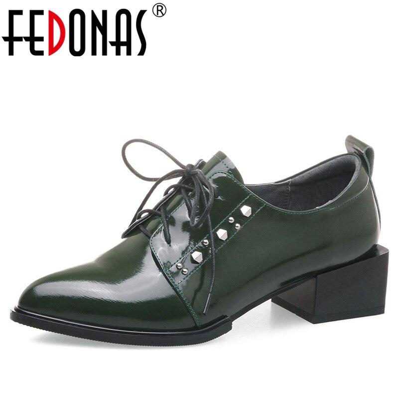 Fedonas 새로운 여성 기본 펌프 정품 가죽 하이힐 펌프 사무실 레이디 봄 가을 펑크 리벳 품질 신발 여자-에서여성용 펌프부터 신발 의  그룹 1