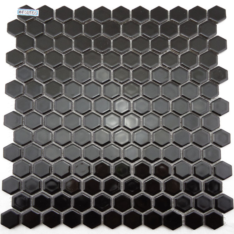 Keramische mozaïek tegel kleine hexagon vormige grond zwart geglazuurde keuken licht badkamer tv achtergrond.jpg