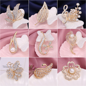 WEIMANJINGDIAN Brand Gold Color Plated Various Designs Crystal Rhinestones Metal Brooch Pins for 2019 Summer Wearing Jewelry
