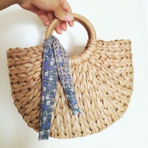 Image 3 - DCOS Women Bag Korean Foreign Of Corn Skin The Semicircle Art Beach Bag Travel Pictures Props Straw Bag Moon Bag New