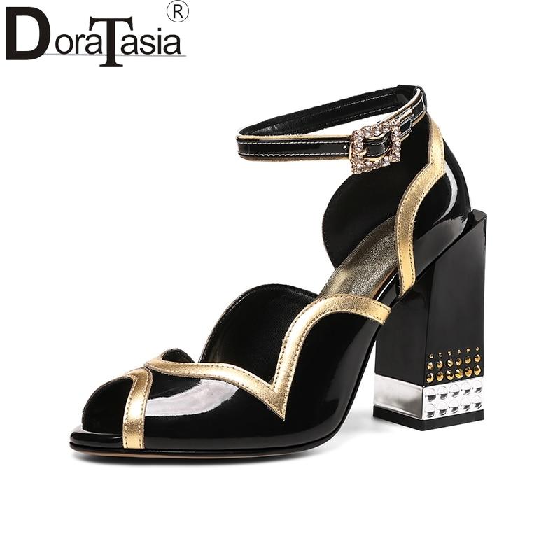 цена на DoraTasia 2018 Genuine Leather Large Size 34-43 Summer Fashion Peep Toe Buckle Strap Women Sandals Shoes Women Chunky Heels