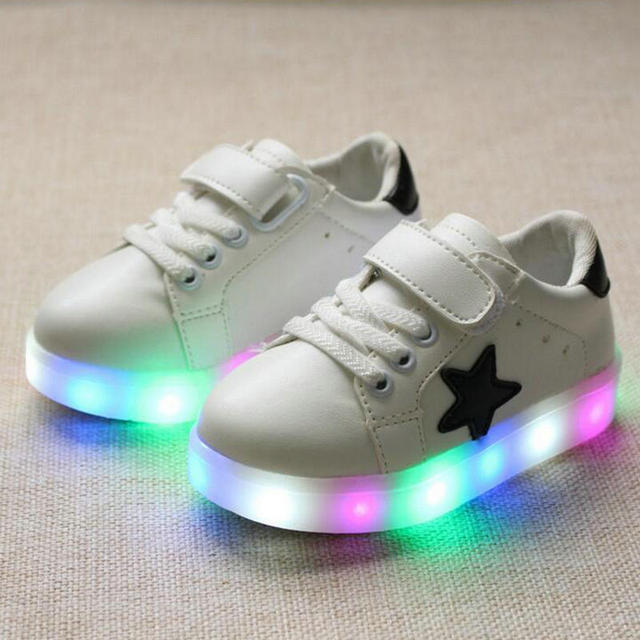 e33b620ab36 Niños Zapatos 2017 nueva moda estrella LED Zapatos Niñas princesa Linda  Zapatos con luz luminosa tenis