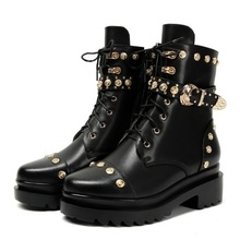 women real leather ankle boots autumn women motorcycle boots round toe belt buckle fashion rivet boot lady flat heel martin boot все цены