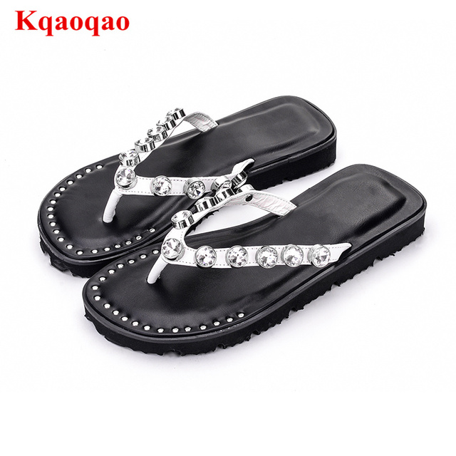 4d4e1c15ed2828 2018 New Hot Women Flip Flop Crystal Embellished Chic Beach Shoes Rivets  Decor Bing Summer Chic Brand Star Trendy Summer Slipper