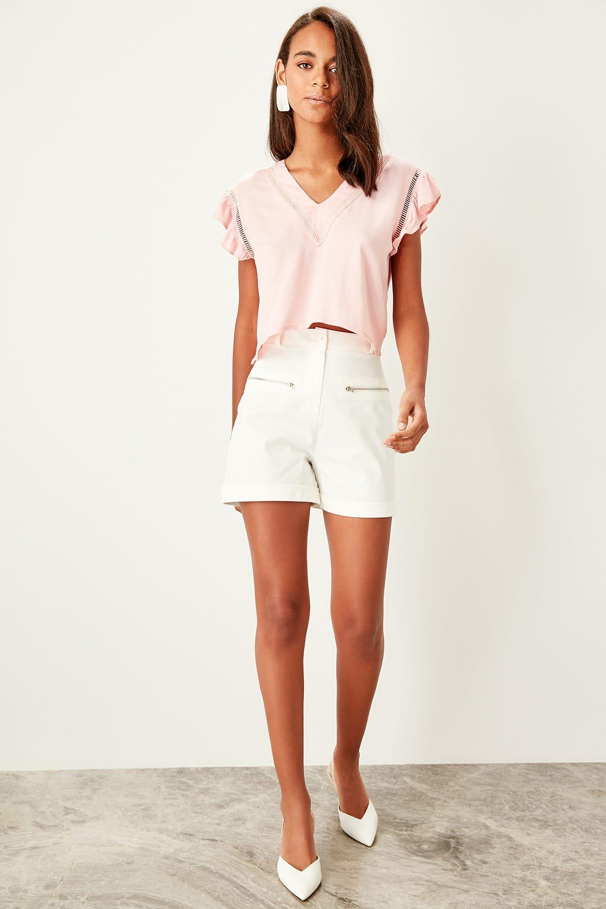 Trendyol Ecru Pocket Detail Shorts TWOSS19SR0011