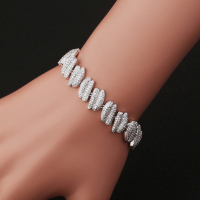 2017 New Fashion Nuts Zircon Bracelet Noble Widely Applicable Female Accessories