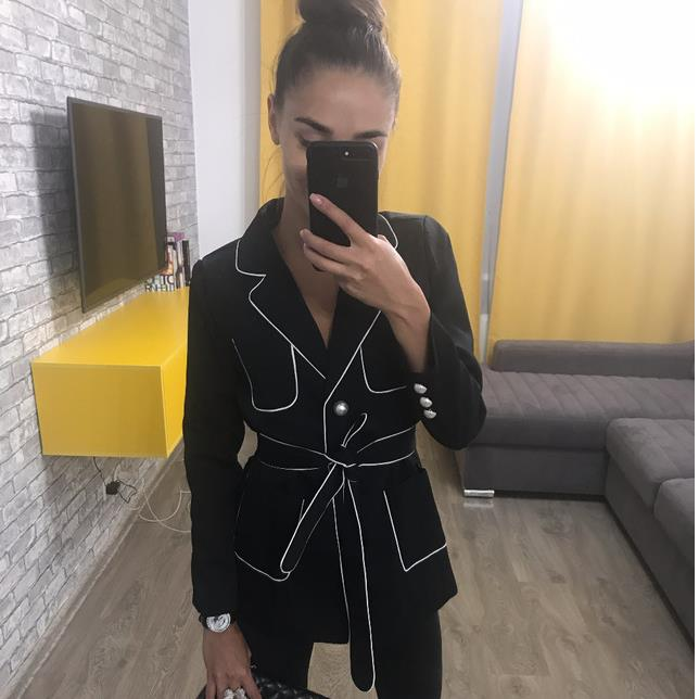 White Cover Edge Color Hit Pearl Button Women Suit