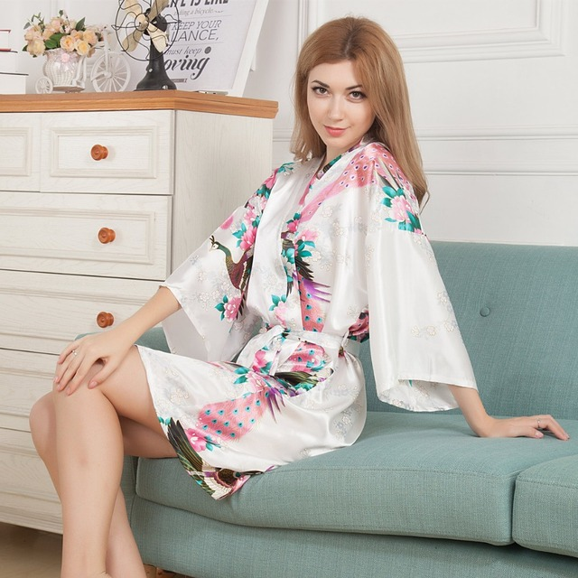 Plus la Taille De Mode Dames D'été Sexy Kimono Mini Robe De Bain Robe Blanc Rayonne de Femmes Yukata chemise de Nuit Pijama Mujer Mds006