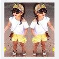 Sistemas de la Ropa al por menor 2016 Muchachas Del Estilo Del Verano camiseta Blanca + Amarillo Shorts + Headband Kids 3 unids Set Niños de los Bebés Ropa Traje