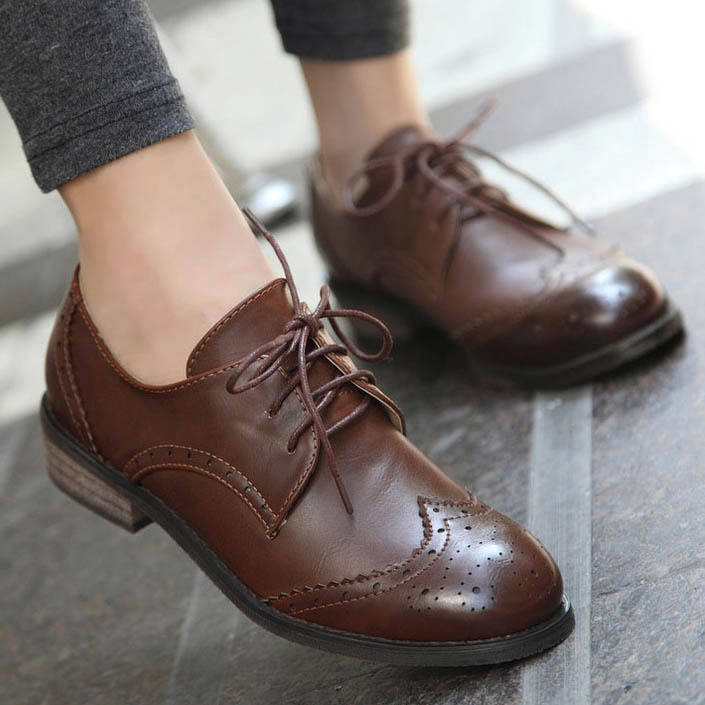 a9a70ce6570 New 2015 Vintage Pu Leather Oxford Shoes For Women Fashion Carve Brogue  Lace Up Women Oxfords Ladies Casual Flat School Shoes-in Women s Flats from  Shoes on ...