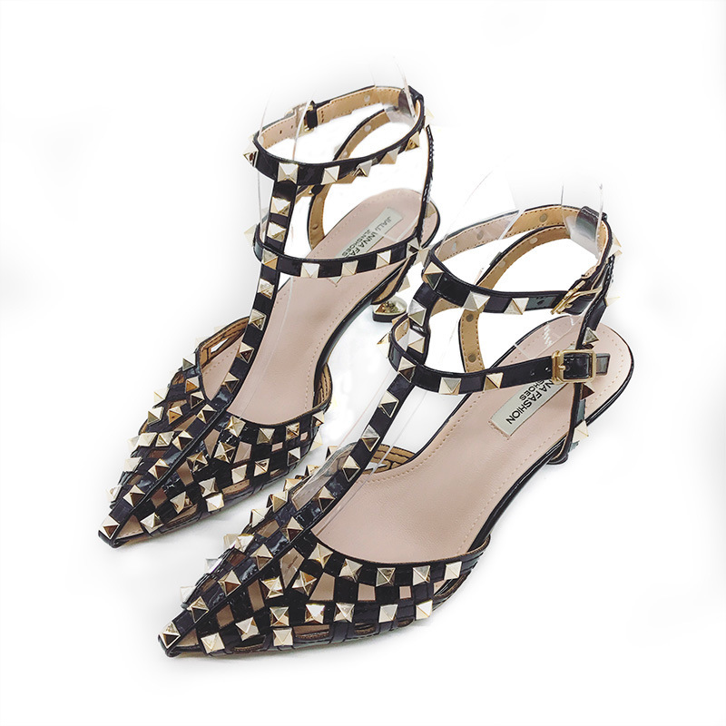 New Baotou sandals female summer Roman rivets with a word with wild Korean high-heeled fine belt.