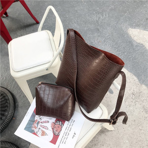 Image 1 - 빈티지 패션 여성 토트 백 새로운 품질 pu 가죽 여성 디자이너 핸드백 악어 양동이 가방 어깨 메신저 가방