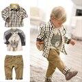 2016 nuevos muchachos del diseño estilo europeo 3 unids marca de la ropa de bebé a cuadros camiseta de la historieta trajes con Loose vaqueros suaves, C018