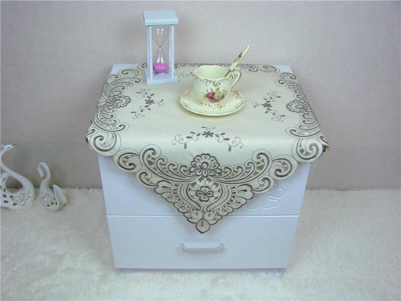 US $8.89 8% di SCONTO|Quadrato di lusso in raso Jacquard tovaglia Ricamata  cucina tea Tovaglia Copertura Nappe centrini pad per Natale wedding ...