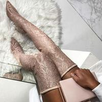 Новинка 2018, розовые кружевные сапоги выше колена на шпильке с острым носком и цветочным принтом, женские пикантные облегающие сапоги, модны