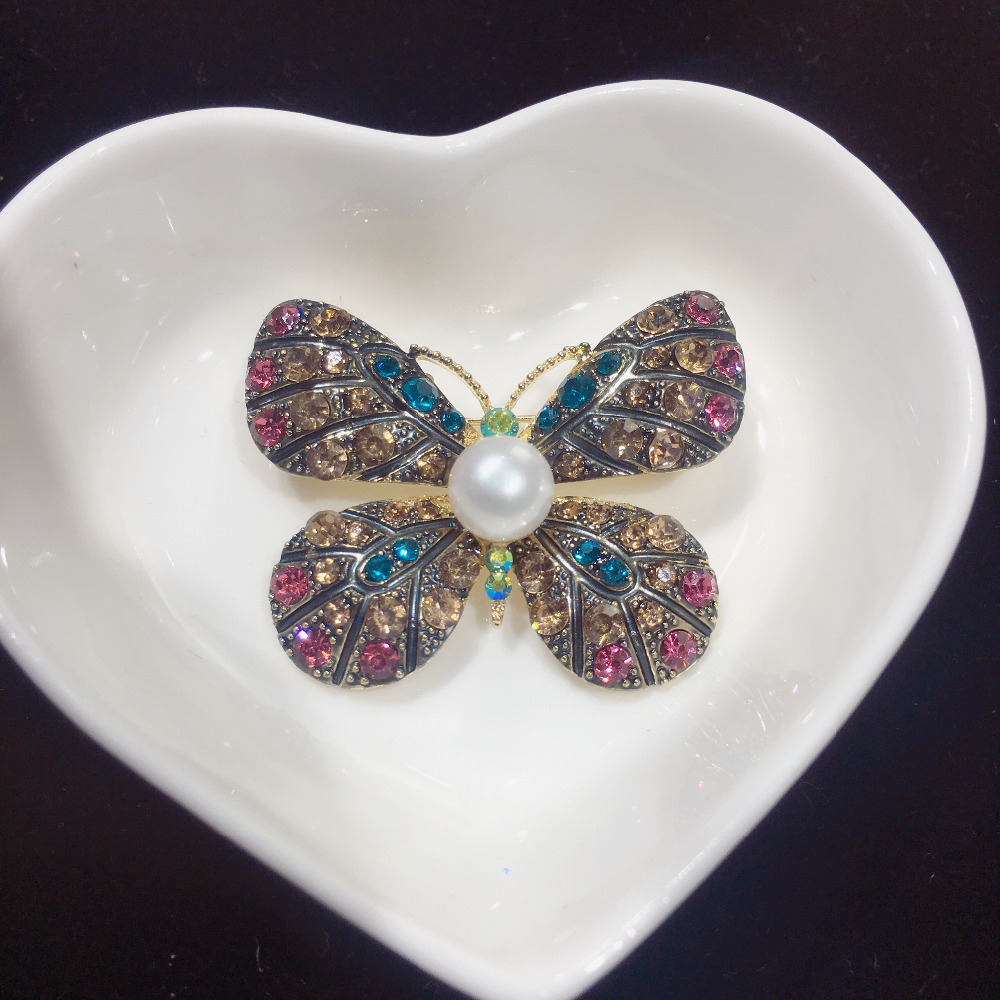 SHDIYAYUN 2019 Factory Direct Sale Vintage Butterfly Brooch Natural Freshwater Pearl Brooch Pins for Women Wedding Jewelry Gift in Hair Jewelry Brooches Body Jewelry from Jewelry Accessories