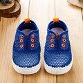 2017 Nueva Summer Kids Niños Dulces Colores Sólidos Zapatos de Las Muchachas Del Niño Calza Las Sandalias Respirables Lindo Muchachos Niños Zapatillas de deporte de Malla de Aire