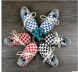 2015 nova moda Vaca Genuína Mocassins De Couro Do Bebê Bebê Recém-nascido primeiros caminhantes Macios Moccs plaid lace up sapatos menina Infantil sapatos