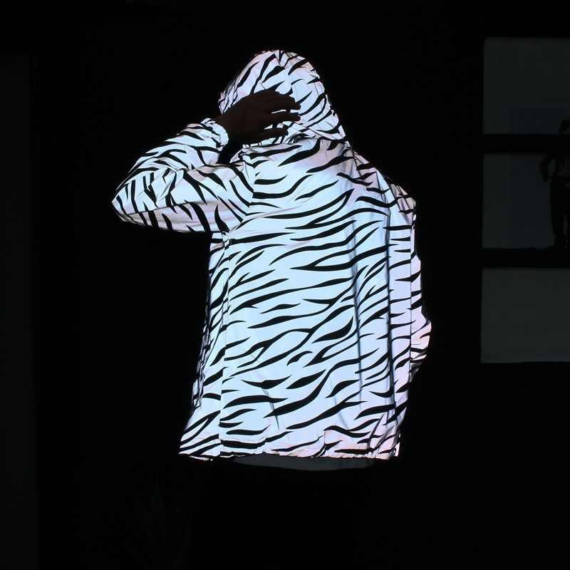 ヒップホップストライプ反射フード付き光沢のある Zibra 夜光ランニングメンズライトジャケットとコート蛍光服