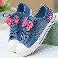 2016 nueva moda mujeres zapatos bowtie mariposa niñas zapatos de lona del estilo de la universidad estudiante paño zapatos de mezclilla azul negro tamaño 35-40