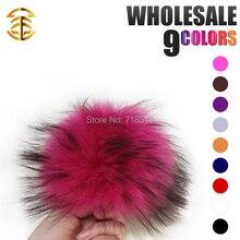 Hecho a mano de piel de mapache bola 12-13 cm pompones de piel llavero sombrero caps colores disponibles regalo para los niños accesorio bolas de pelo