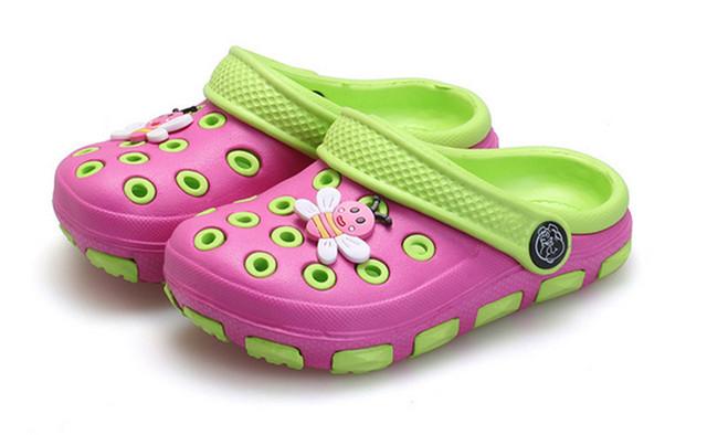 Niños zuecos sandalias para niños niños niñas agujero zapata de resina bebé zapatillas de casa de verano adolescente shoes zapatilla de playa más el tamaño 25-35