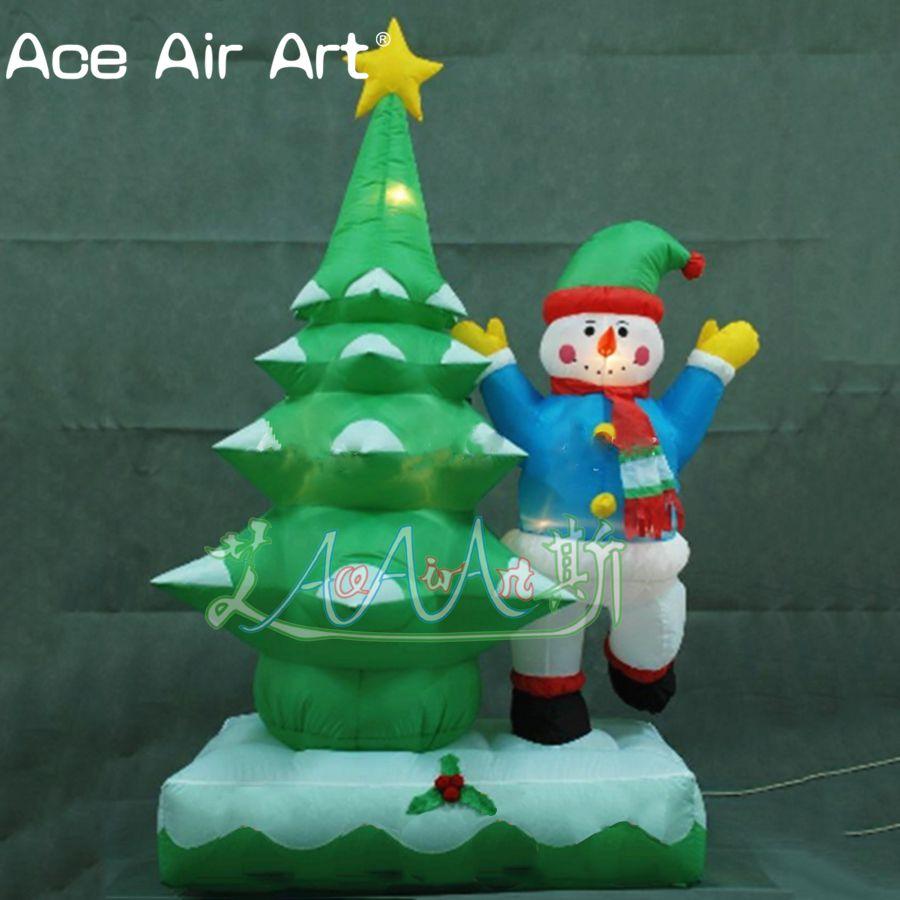 Projeto Popular com neve e árvores de Natal dos bonecos de neve em casacos azuis decorações de Natal inflável combinação