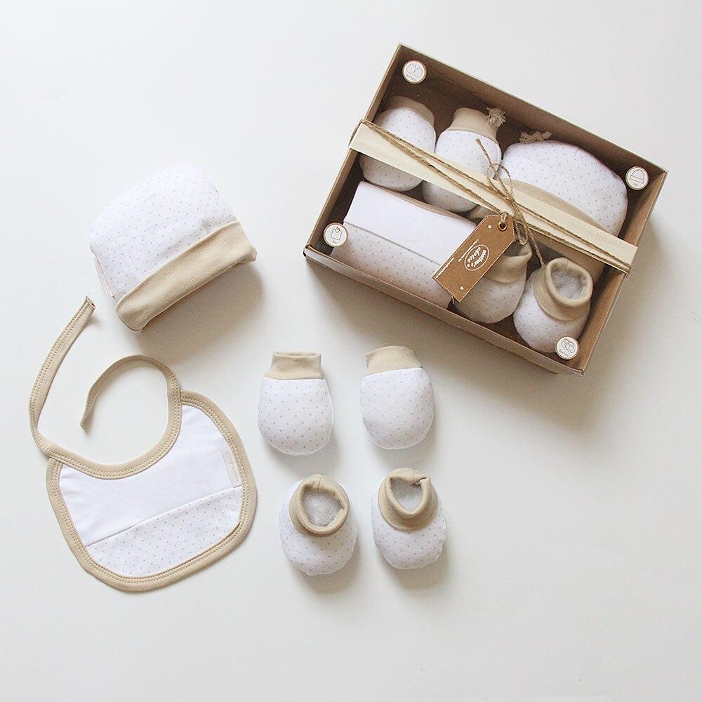 4pcs Newborn Baby Gift Box Set 100% Cotton Khaki Dot Mittens + Cap + Bib + Booties Infant Boys Girls Clothing Accessory Set 0-3M