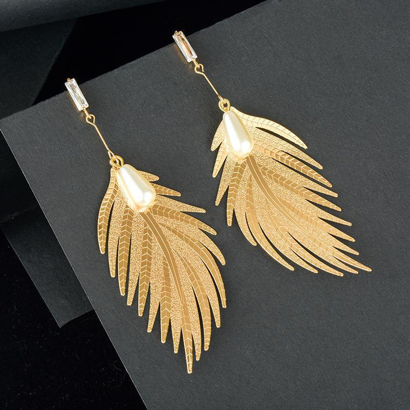 Temperament Alloy Exaggerated Feather Leaf Earrings Personality Pearl Crystal Long Earrings Girl Simple Trend Fashion Jewelry