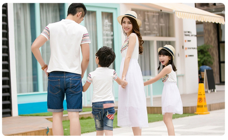 HTB1VzgTbRfM8KJjSZFOq6xr5XXad - Summer Family Matching Outfits Ethnic Style Mother Daughter Beach Dresses Father and Son White T-shirt Family Clothing Sets