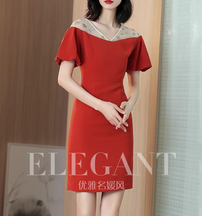 Robe rouge française avec hanches fendues 2019 nouvelle robe col en v mince d'été