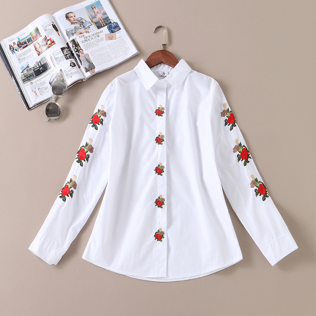 2017 Spring New Arrival Women Fashion Top Broadcloth Small Flower Embroidery Regular Shirt Female Slim Turn Collar Blouse Shirts