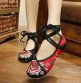 Nueva Llegada Antiguo Pekín Zapatos Ocasionales de Las Mujeres Tradicionales Chinas Zapatos Talón Plano con Flores Bordado Cómodo Suave